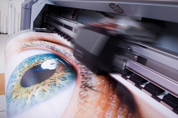 Mit UV Direktdruck direkt auf Medien drucken